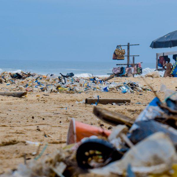 beach-garbage-junk-2827735